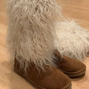 Cozy fuzzy boots worn once